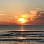 ひた光 高志の夕影 白妙の砂  昼夜の接間を 夕凪に見る